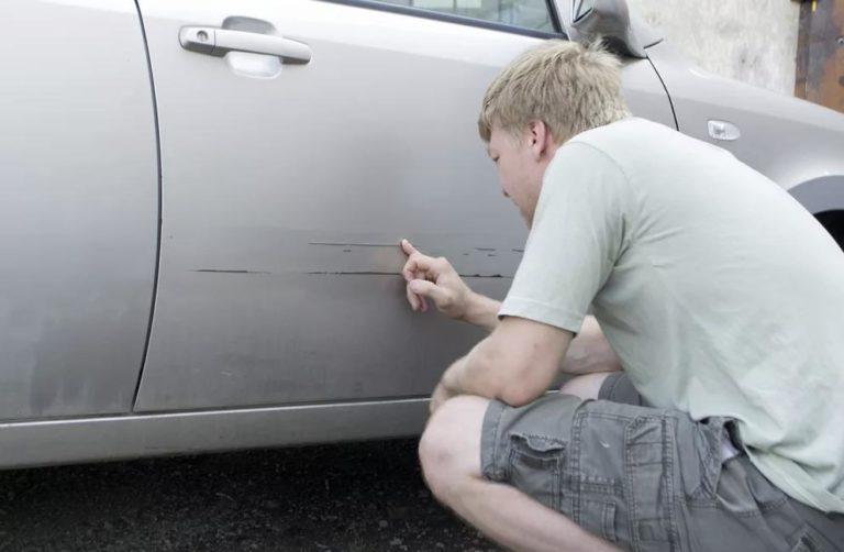 Нанесение царапины чужому автомобилю: юридическая помощь, оценка последствий